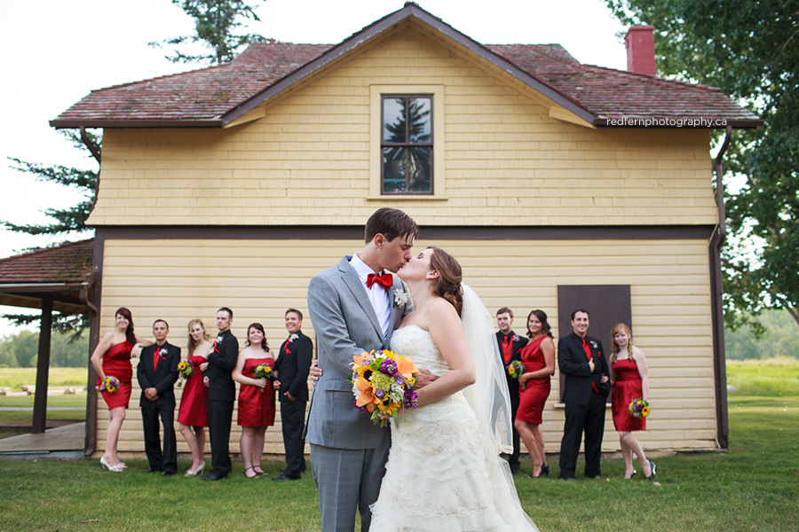 14_the_ranche_calgary_wedding_pictures_yellow_house_bridal_party