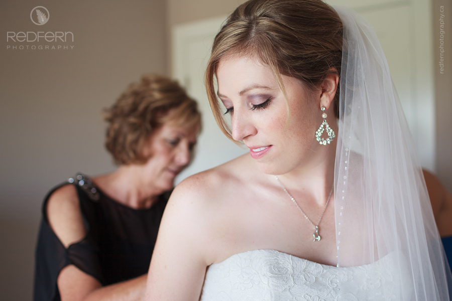Calgary wedding pictures of bride getting ready