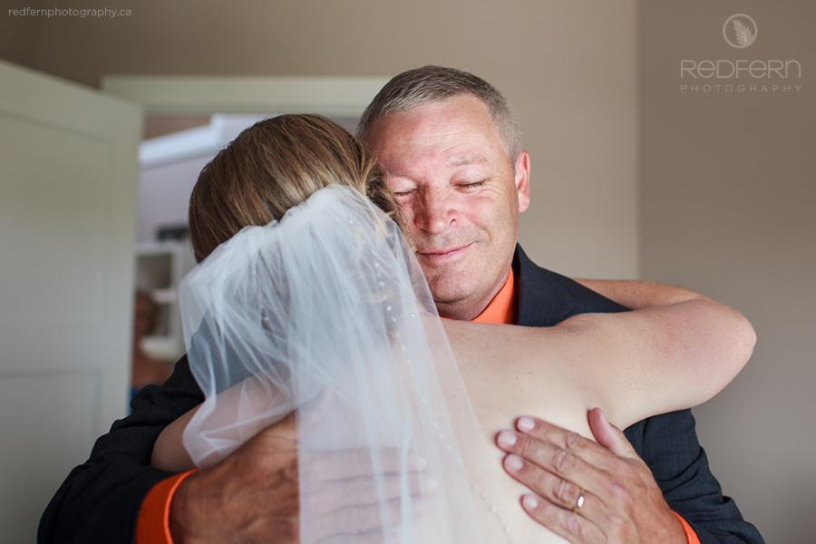 Calgary wedding bride hugging her dad