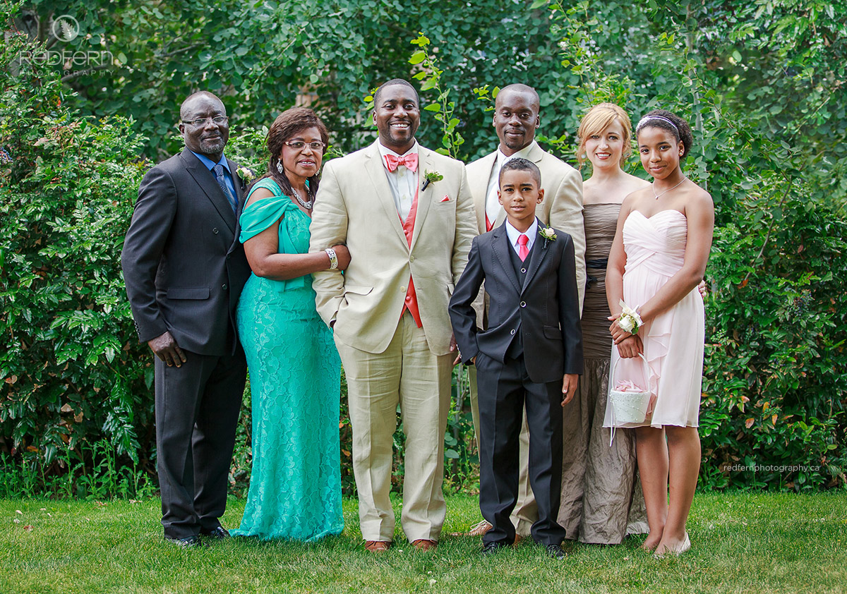 linen_suits_wedding_family_photo