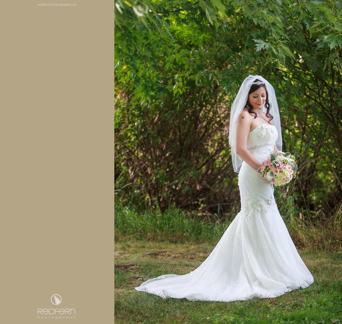 bride_with_pastel_bouquet