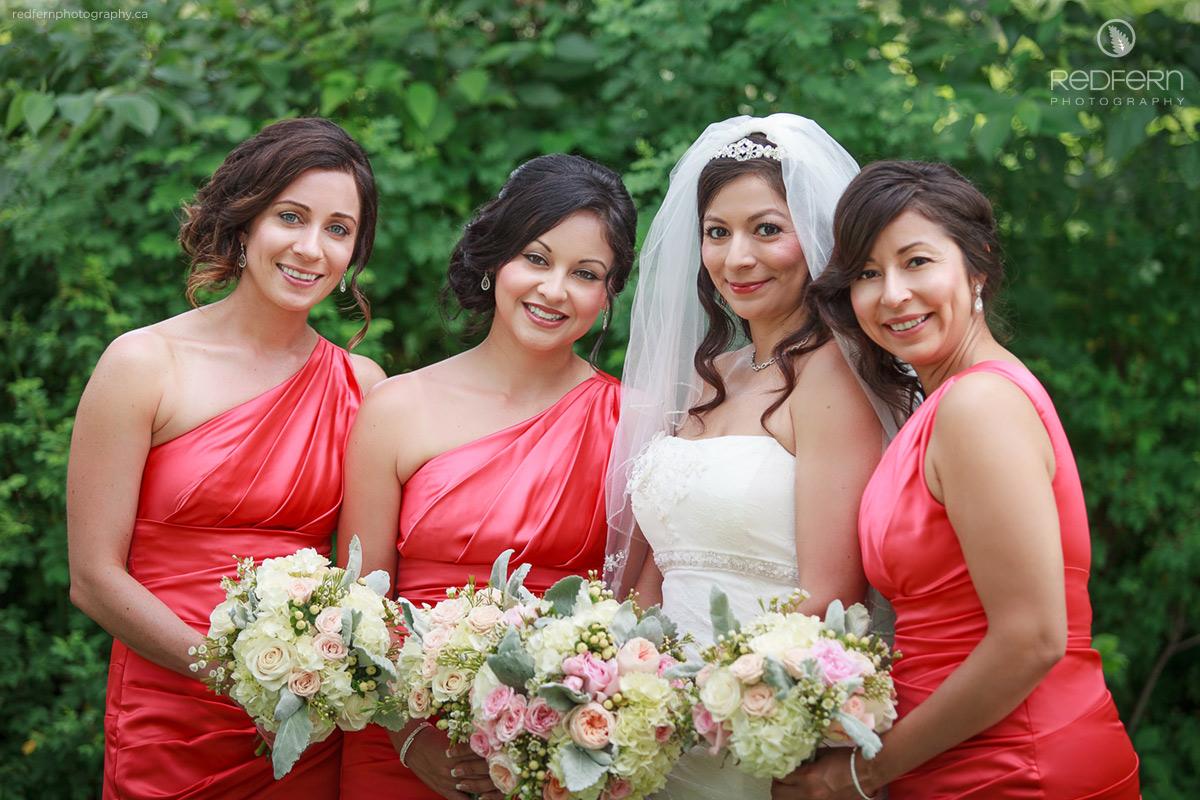 bride_with_bridesmaids_bridal_party