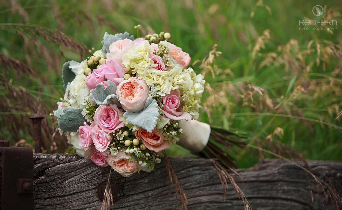bride_wedding_bouquet_pastels