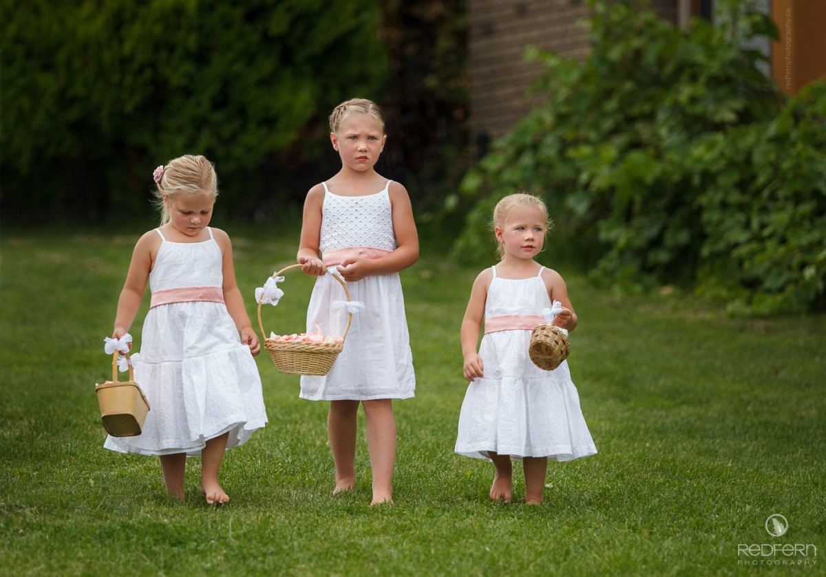 kelowna outdoor wedding ceremony flowergirls